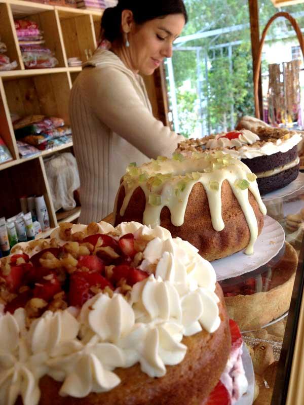 gaurangas-cakes